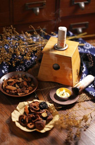 moxibustion-chinese-medicine_1387-110